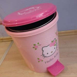 Hello Kitty Step on Trash Can 12l